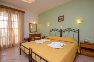 standard double room antonia-01