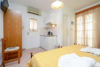 standard double room antonia-04